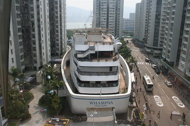 Whampoa Shopping Boat